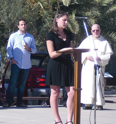 Student Rachel Twersky addresses memorial service.