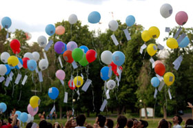 Moscow Hillel Students Celebrate Hillel's 85th Birthday by releasing balloons filled with birthday wishes.