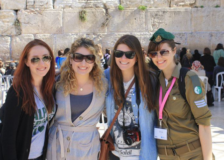 Students with Soldier Omer Hacohen 2013.