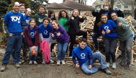 Hillel students from Chicago  on their Sandy relief trip.