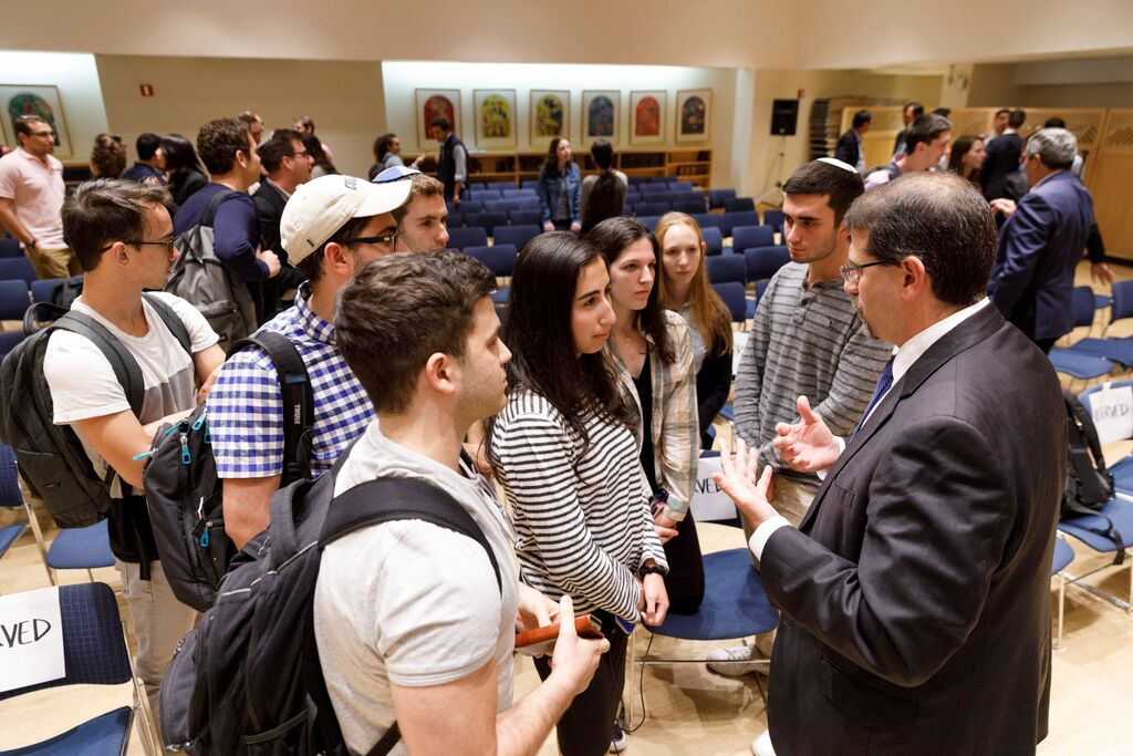 Students at a Hillel event speak to the former Ambassador to Israel, Daniel Shapiro.