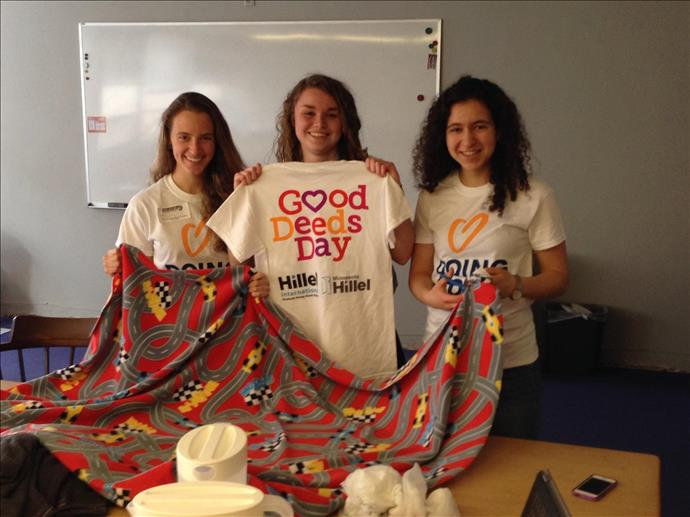 Minnesota_Hillel_students_on_Good_Deeds_Day.